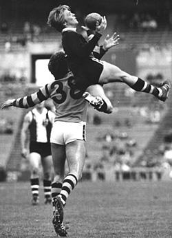 St Kilda's Trevor Barker taking a mark over Hawthorn's Robert Mace in 1981.