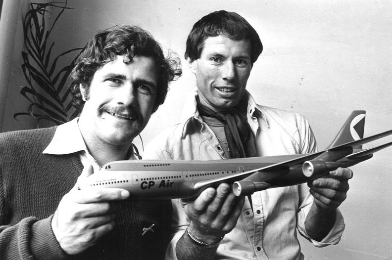 1977. Hawthorn's Don Scott presents teammate Leigh Matthews with the VFL Players Association's best player award. Neg: KJ15148